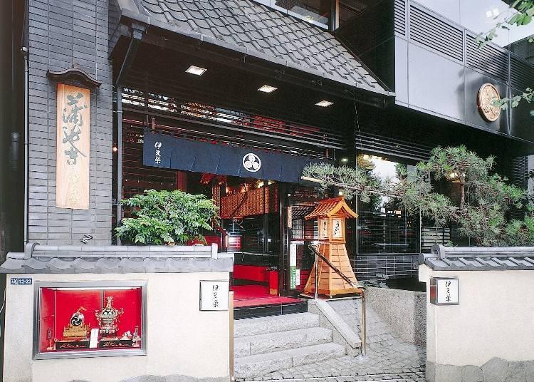 4. Izuei Honten: Serving Eel in Ueno for Over 300 Years!