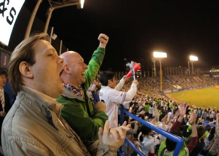 팬들이 하나가 되어 시합을 응원하는게 일본의 프로야구 관전 스타일