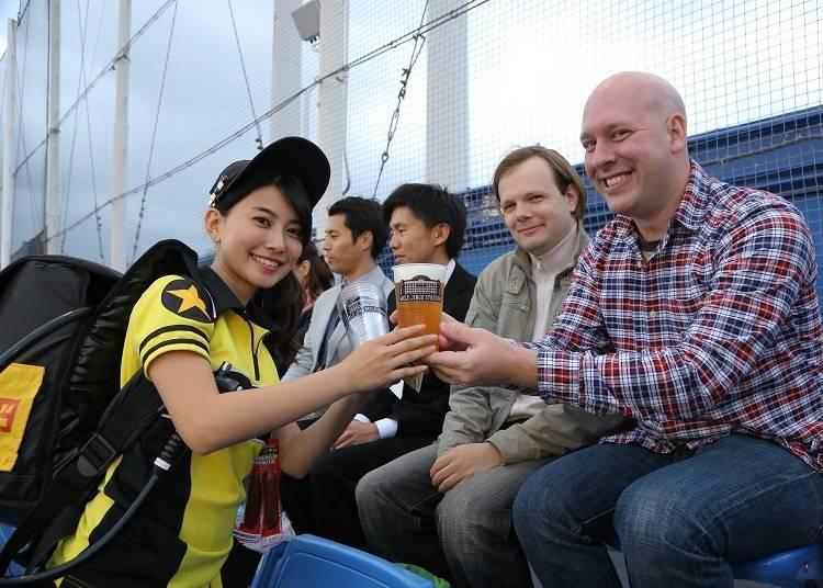 판매원이 따라 주는 맥주를 맛볼 수 있습니다!