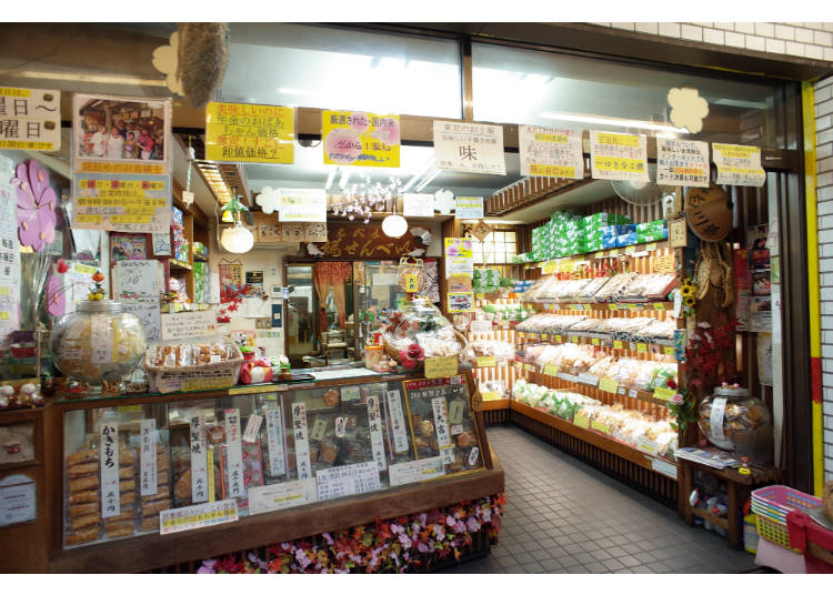 Gourmet Spot #2 - Minowabashi: Savor the flavor of senbei rice crackers grilled by hand at Sakura Senbei