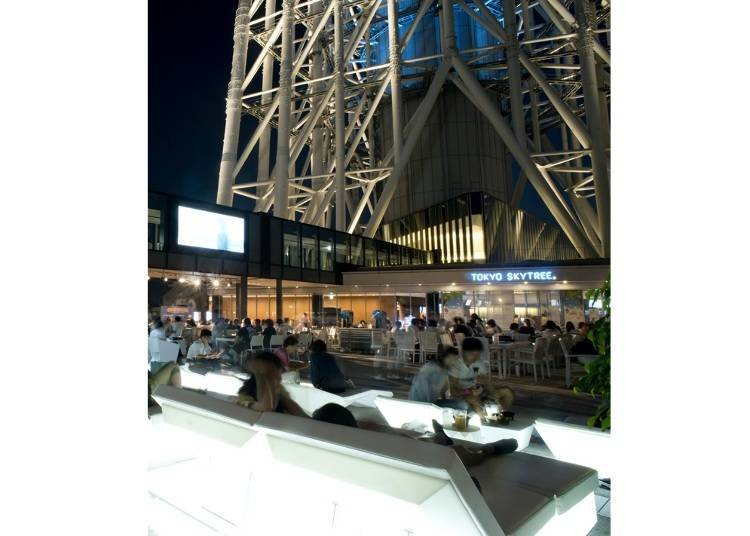 "Tokyo Skytree Town's ""Let's Look Up"" Beer Garden: Drinking Under Tokyo's Modern Symbol!"