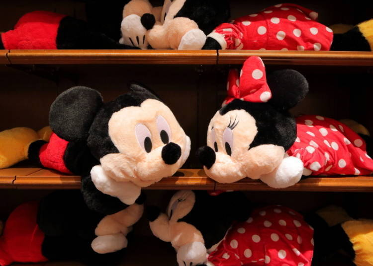 Mickey & Minnie Pillow (L): the Cutest Facial Expression! (5,800 yen each)