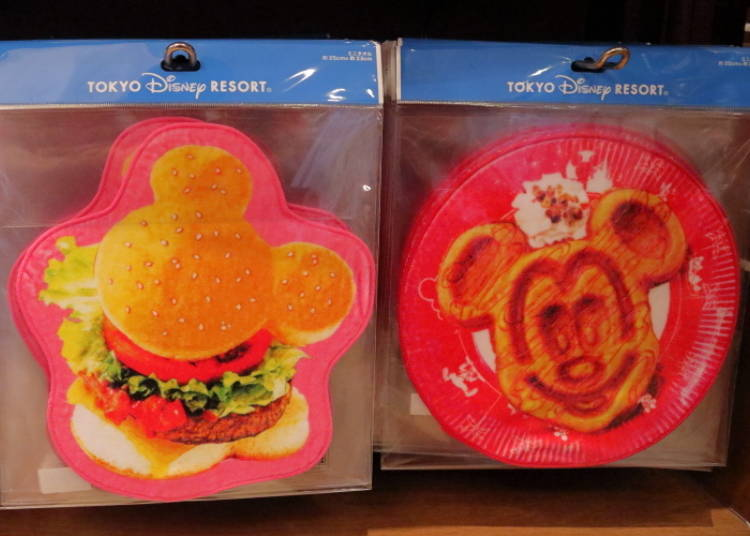 Mickey Burger & Minnie Waffle Mini-Towels: the Park's Most Iconic Snacks! (650 yen each)