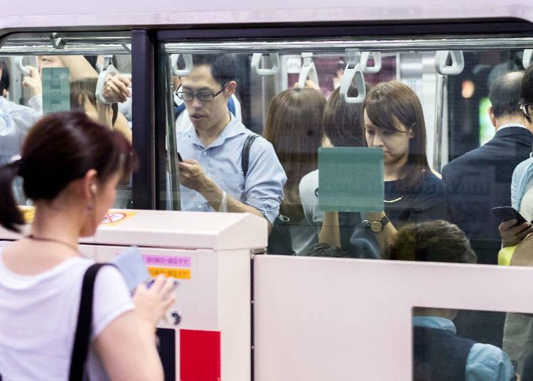 No. 7: 184% Congestion Rate - Denentoshi Line (Ikejiri Ohashi Station → Shibuya Station)
