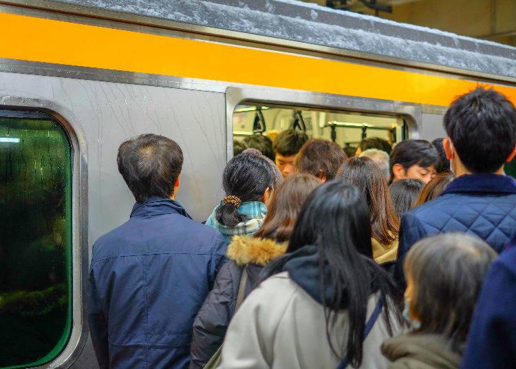 No. 5: 188% Congestion Rate - Chuo Line (Rapid) (Nakano Station → Shinjuku Station)