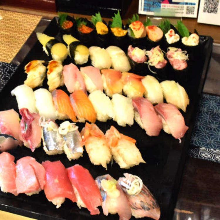 在東京竟然只要5000日圓 就能新鮮海膽、肥美鮪魚等高級壽司及80種日本酒無限享用!