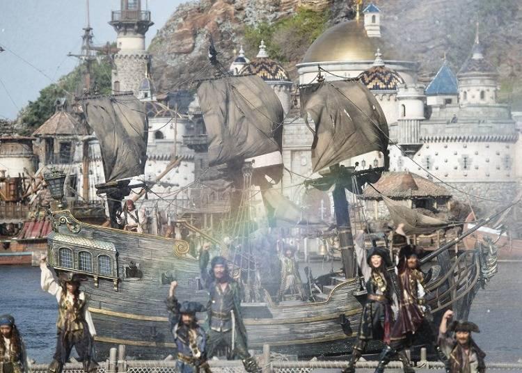 """Disney Pirates Summer #1: Pirates Gather in the Mediterranean Harbor for the Big Pirates Summer Battle """"Get Wet!"""" (Tokyo DisneySea)"""