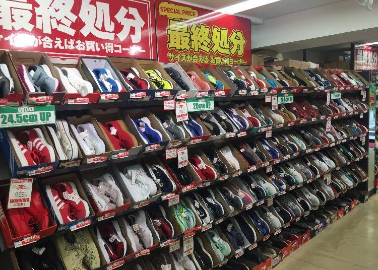 This shop also has the regular lineup found at other ABC-MARTs, meaning newest models and so on, and even those shoes are 10% off!