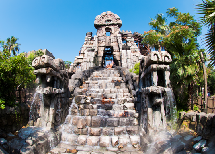 Tokyo DisneySea's Most Popular Rides! 5. Raging Spirits: The Park's Thrilling 360° Loop! (Fastpass Available)