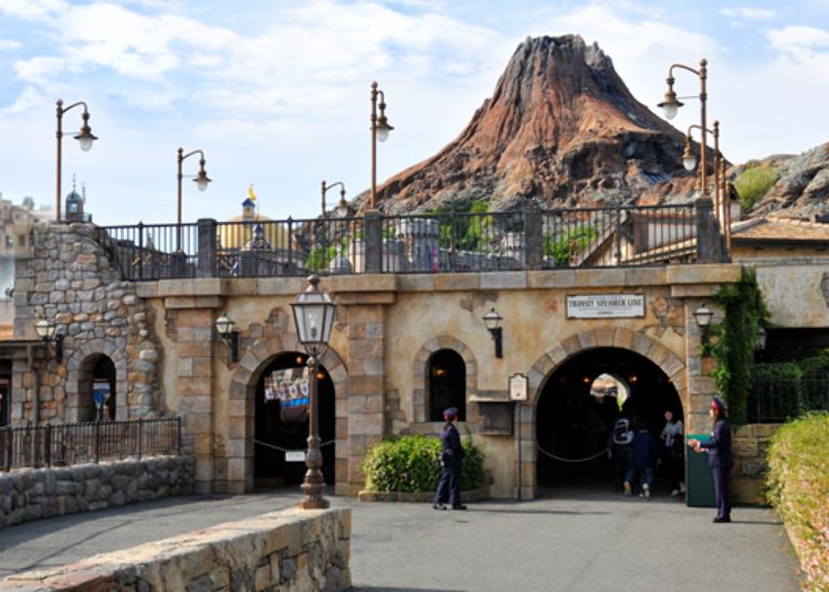Tokyo DisneySea's Secret Spots – No Long Queues! 2. DisneySea Transit Steamer Line: Relax on a Boat Ride Through the Park