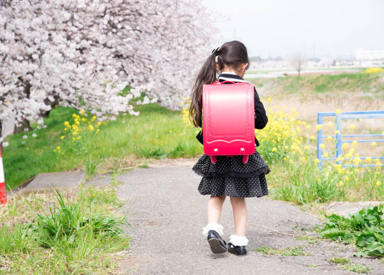 ■Parents don't take their children to school!?