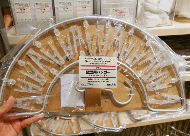 Aluminum Laundry Hanger With Polycarbonate Clothespins, 1500 yen