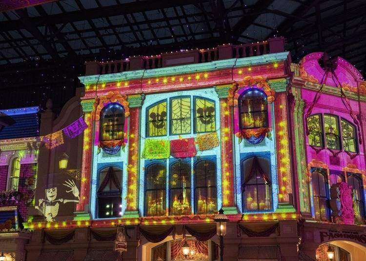 "Nostalgic Songs Galore at Tokyo Disneyland! Enjoy the Halloween Version of the ""Celebration Street"""