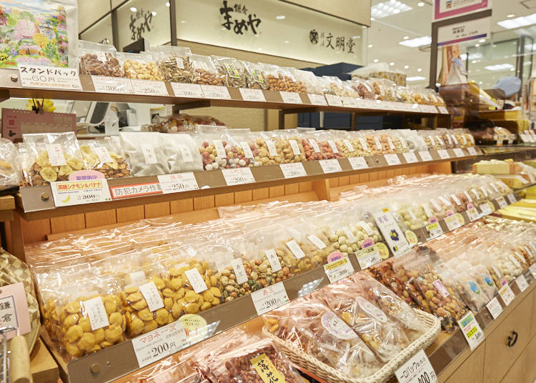 【鎌倉まめや】いろいろ試食して楽しめる、バラエティ豊かな豆菓子専門店