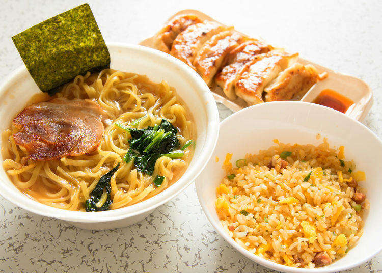 All That For Under $9?! Buying Lunch at a Convenience Store in Japan!