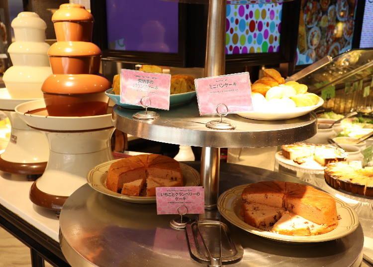■焼きたてパンや焼き菓子、チョコレートファウンテンももれなく楽しめる