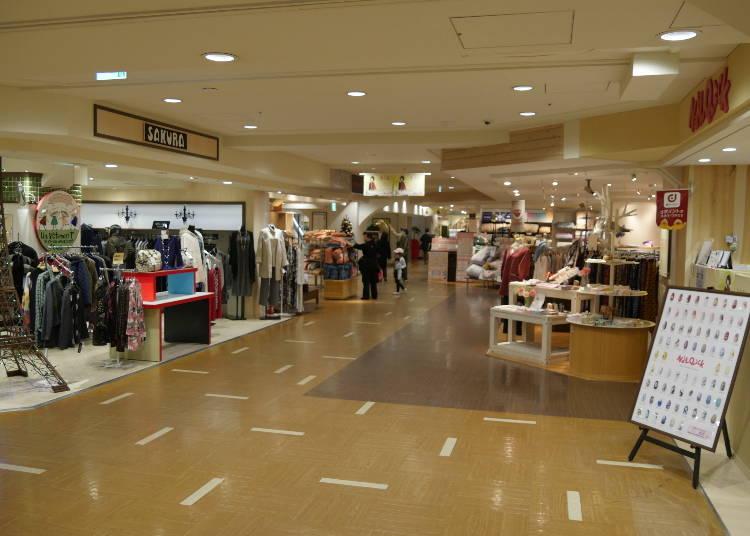 4階は、レディーズファッション&雑貨フロア!