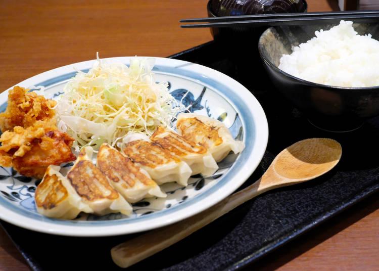 餃子とご飯を一緒に食べる!