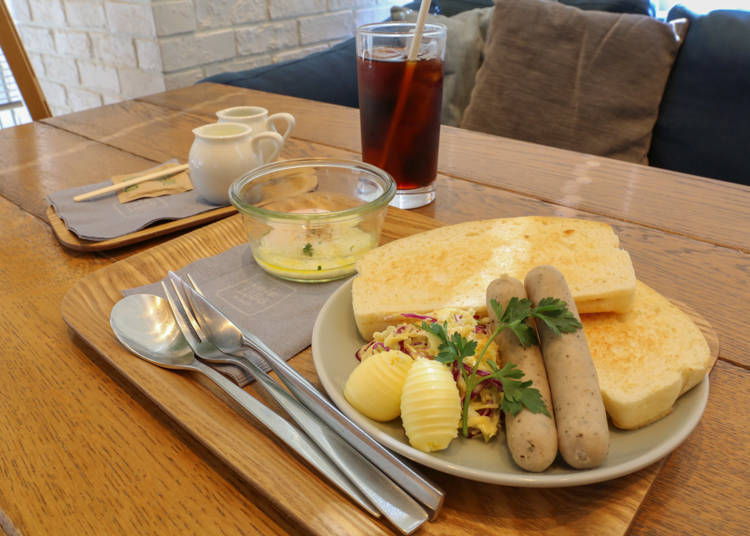 Café 1886 at Bosch: Enjoy a German-style breakfast of bread and sausages