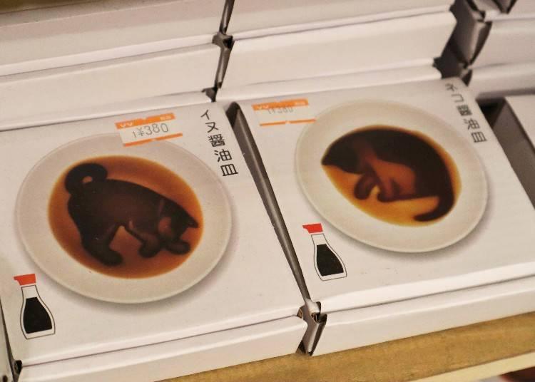 ②入れると絵が浮かぶ「醤油皿」も、日本っぽいと好評