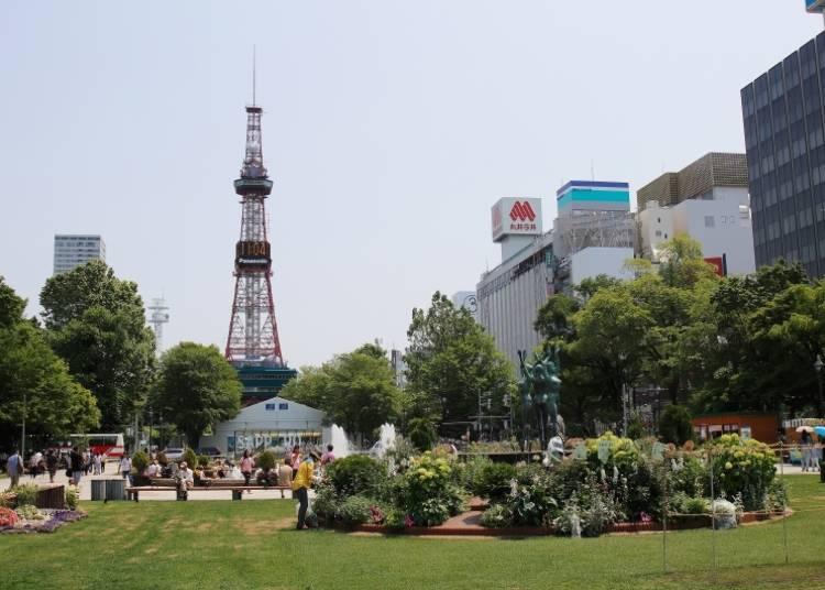 【札幌観光スポット4】札幌のランドマークから街を見渡す「さっぽろテレビ塔」