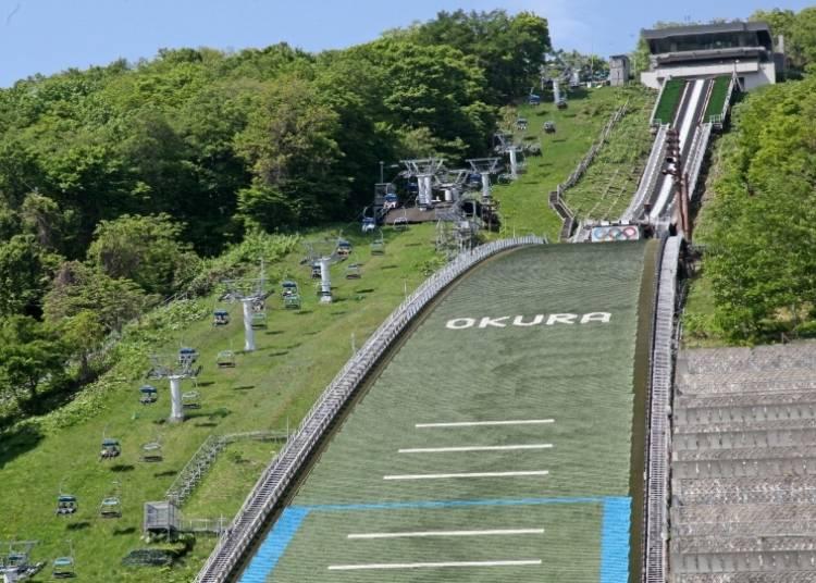 【札幌観光スポット5】スキージャンプ選手気分!「大倉山展望台」で絶景とスリルを