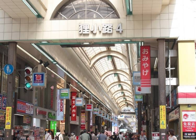 Noted shopping spot in the Odori area Tanukikoji Shopping Arcade hosts many old shops