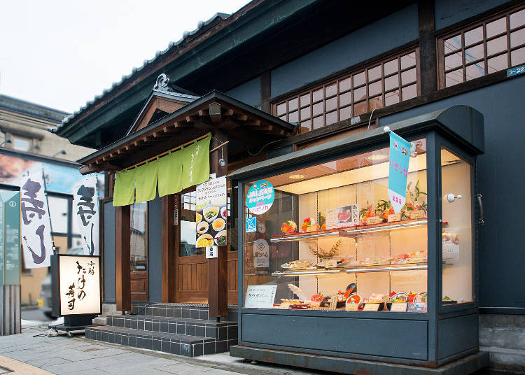 Enjoy sushi in the retro-modern atmosphere at Otaru Take no Sushi