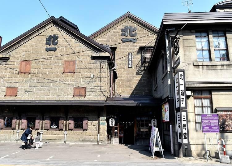 """Kitaichi Glass Building No.3,"" where you can enjoy sake at a fantastic tea room."