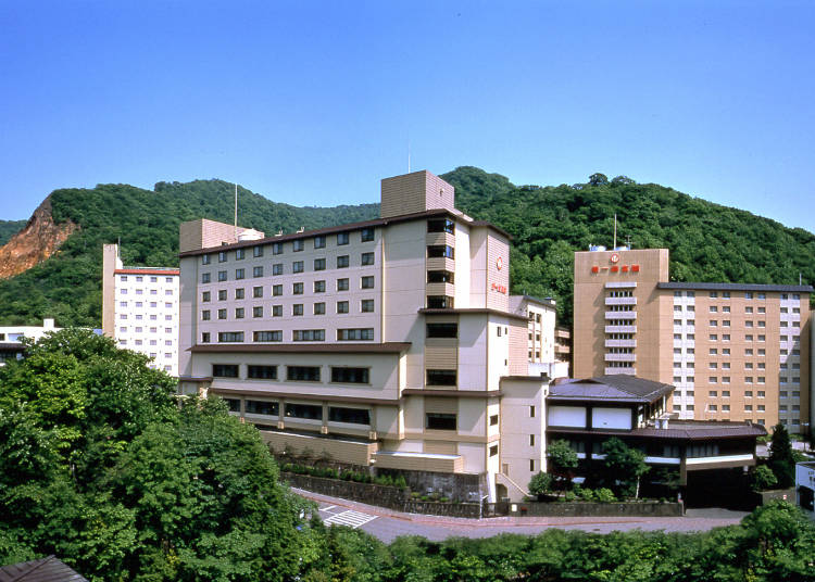1. A masterpiece on a broad scale! The long-established hot spring inn Dai-ichi Takimotokan