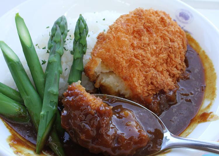 午餐限定菜色豐富!人氣餐點就是使用當季食材的可樂餅咖哩飯