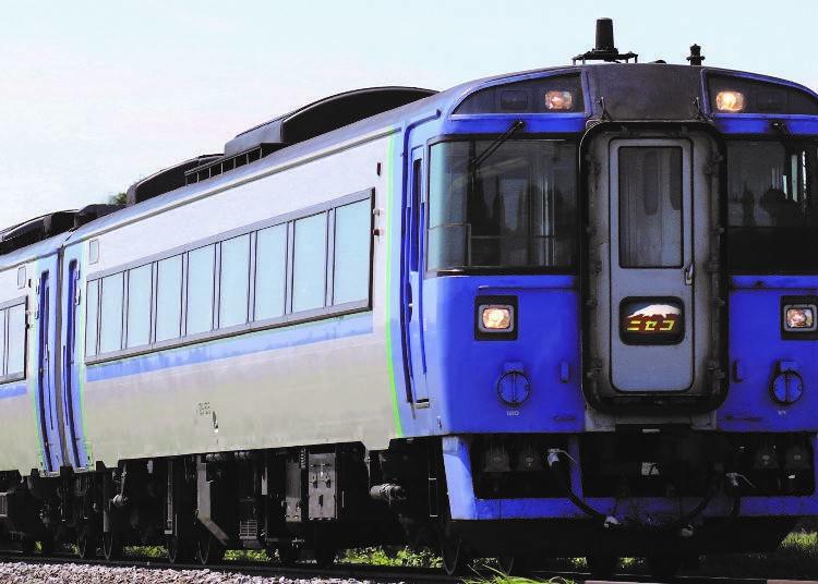 秋なら、札幌函館間をニセコ経由で直通運転する「特急ニセコ号」もおすすめ