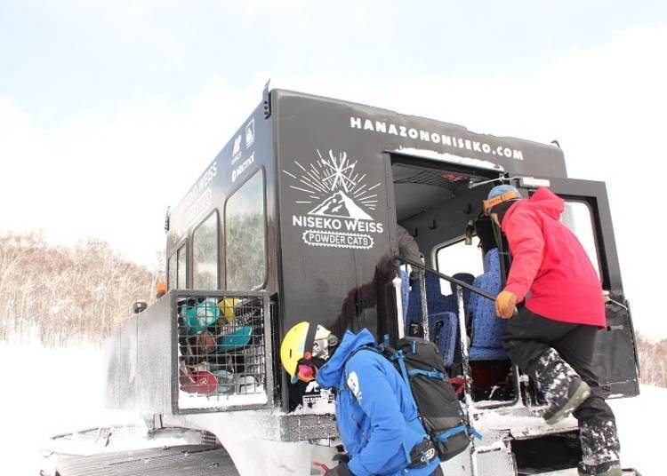 ■ You can fully enjoy the extreme powder of Niseko on a CAT tour