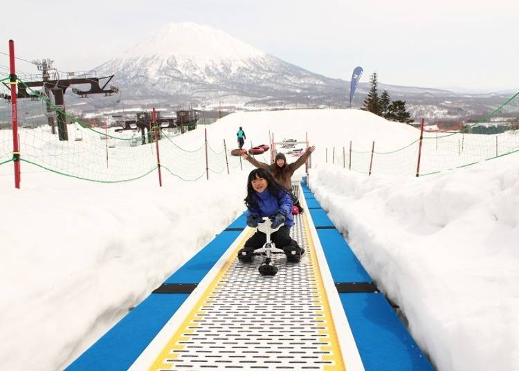 Playing in the Snow in a Large Isolated Area! Grand HIRAFU Kids Park