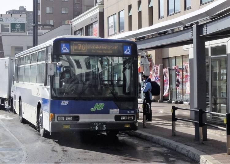●「サッポロテイネ」へ向かうテイネハイランド行のJR北海道バスに乗車