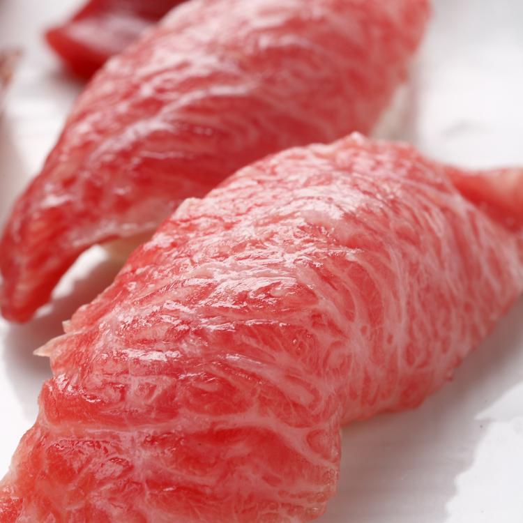 Fresh Tsukiji auction of fresh bluefin tuna arriving today at 11:30AM.