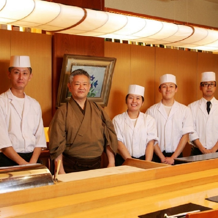 The Japanese food which a Japanese food cook cooks in front.I experience Japanese food full of sense of reality.