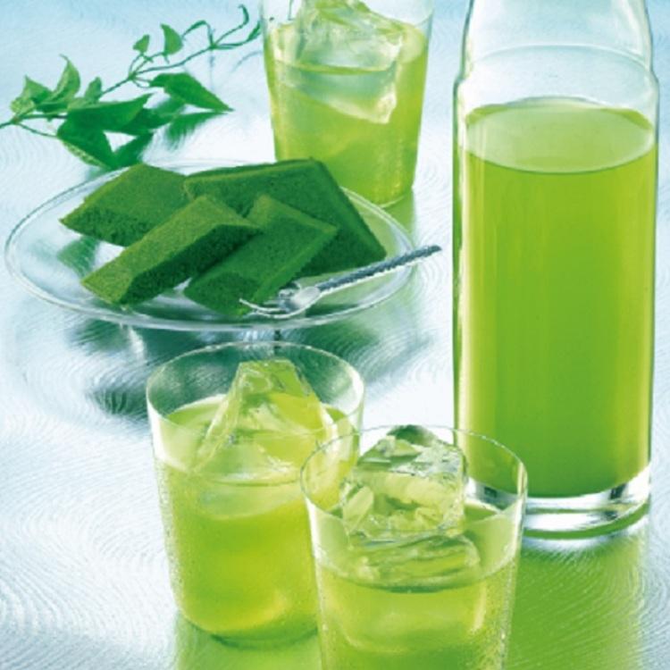 暑い夏には水出し冷茶の「芽茶」が大人気!