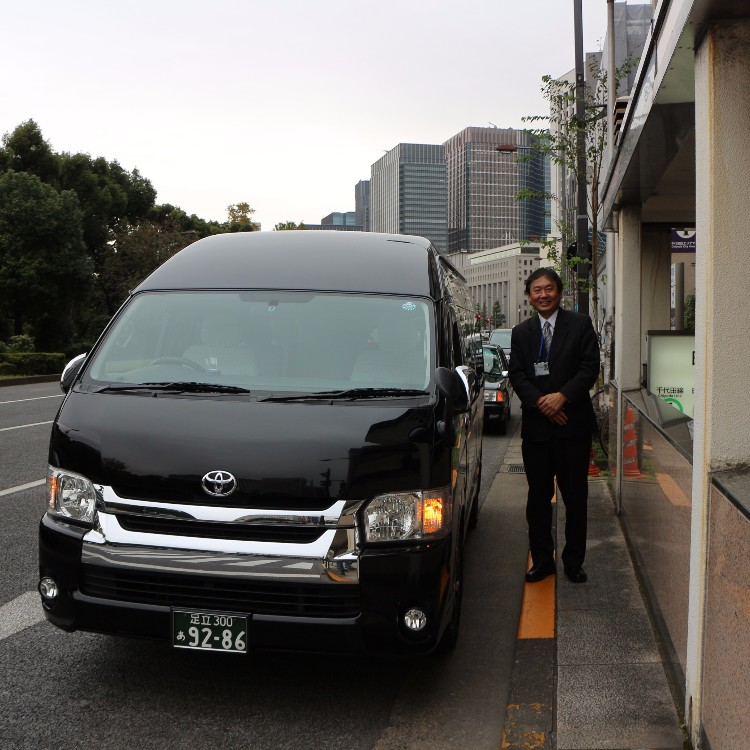 Throwing Shuriken like Ninja! Sightseeing taxi tour with cool Ninja experience in Tokyo.