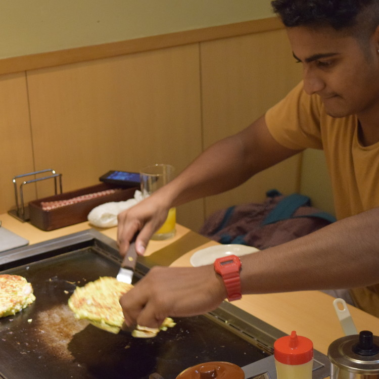 The interactive event which makes a Japanese-style pancake by itself