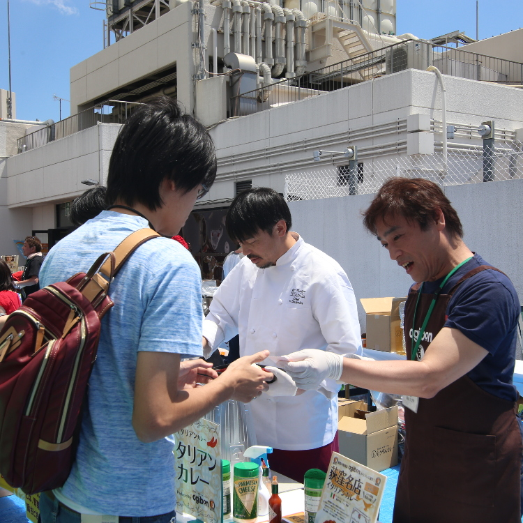"Event Info: ""Curry Battle"" on the Rooftop of an Ogikubo Department Store, Where 17 Well-Known Suginami Shops Offer Their Curry for Taste Comparison"