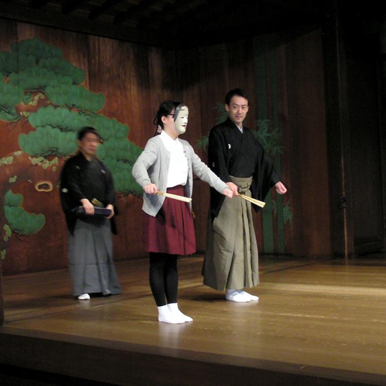 A 'open door' Noh experience at Omotesando