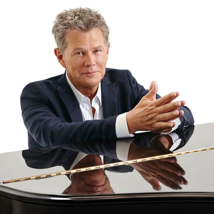 Blue Note Tokyo 30th Anniversary presents  AN INTIMATE EVENING with  DAVID FOSTER