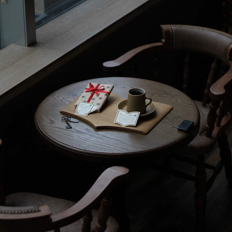 FUKUROSHOSABO(Caf&eacute;&books)<br /> Set of a book and coffee<br /> <br /> The original coffee added to a theme on a book is being made.<br /> Please taste the coffee added to a world together.