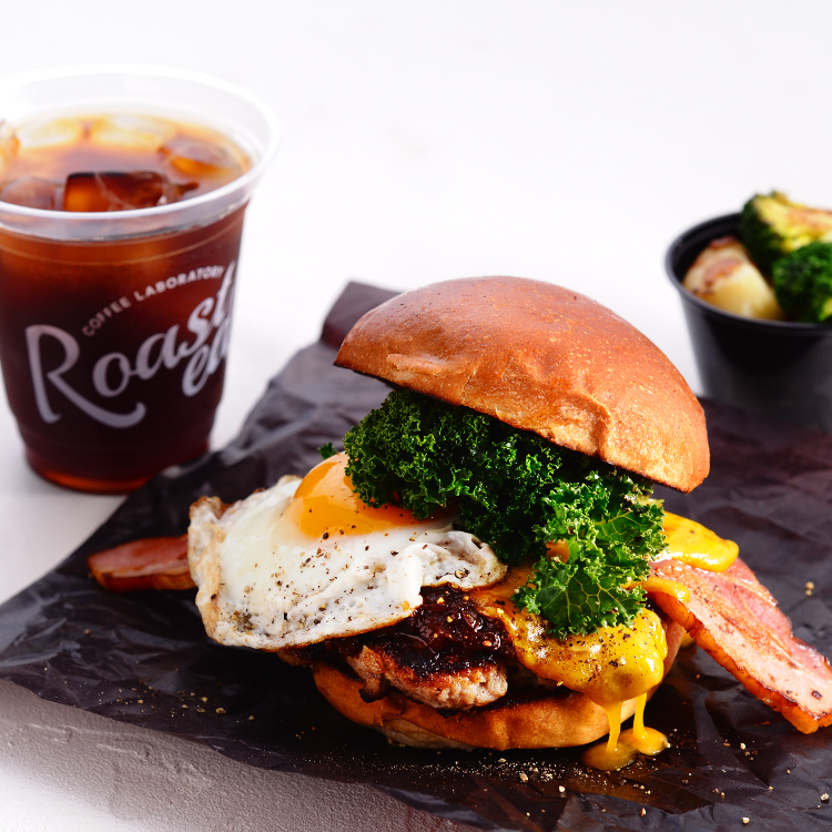 ROASTED COFFEE LABORATORY(Coffee shop)<br /> ROASTED BURGER<br /> <br /> Hamburger、bacon、Fried egg<br /> The delicious ingredients were put in.<br /> Please try once.