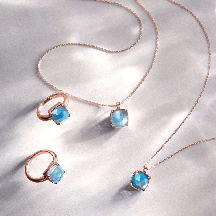 Necklace in 18k rose gold with blue topaz and shell