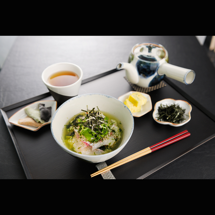 築地 鯛魚茶泡飯 付甜點、焙茶