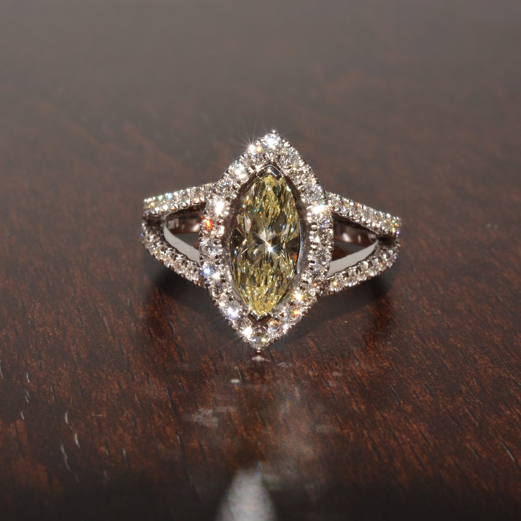 18K WG yellow diamond/diamond ring; D 1.002 ct, 0.53 ct