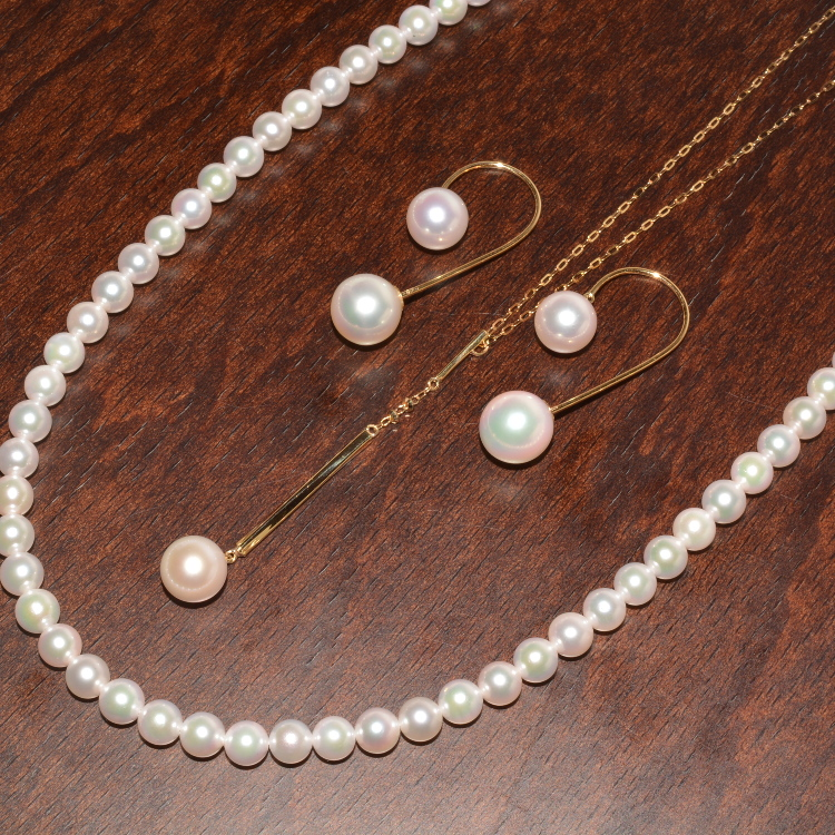 It is Akoya pearl jewelry made in Japan.<br /> I perform assortment of goods of a casual design at a price reasonable.