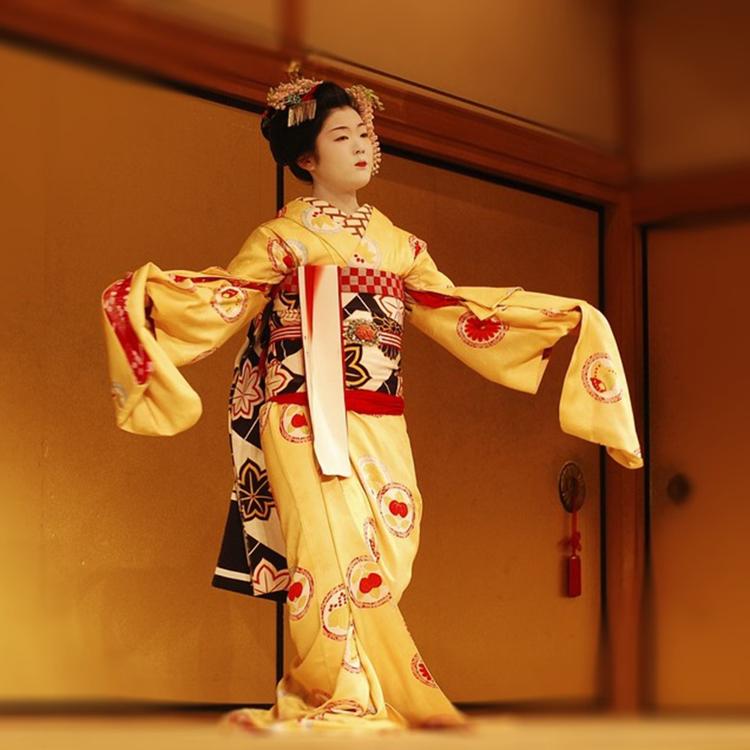 [伝統芸能]能や文楽、日舞など、日本の伝統芸能を堪能ください。